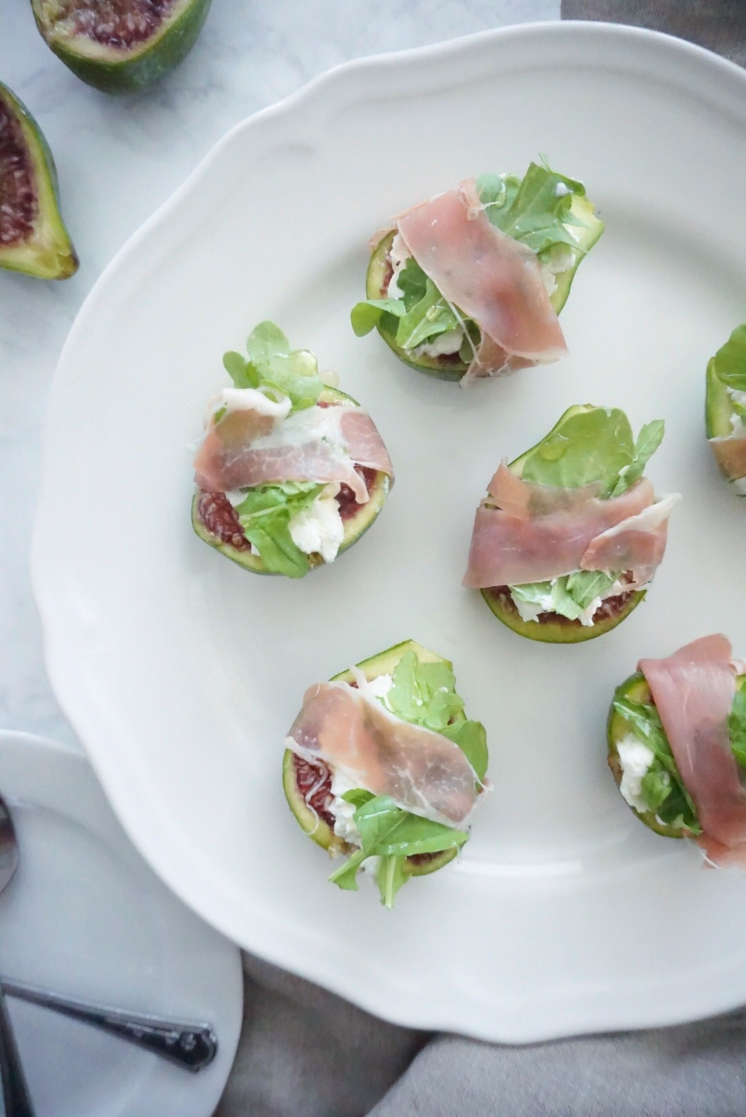 figs with goat cheese, prosciutto and arugula