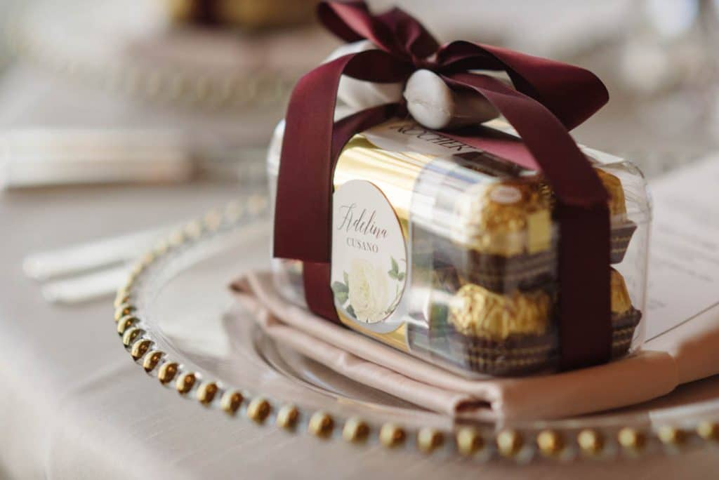 Wedding favors, and place cards! Such a great idea
