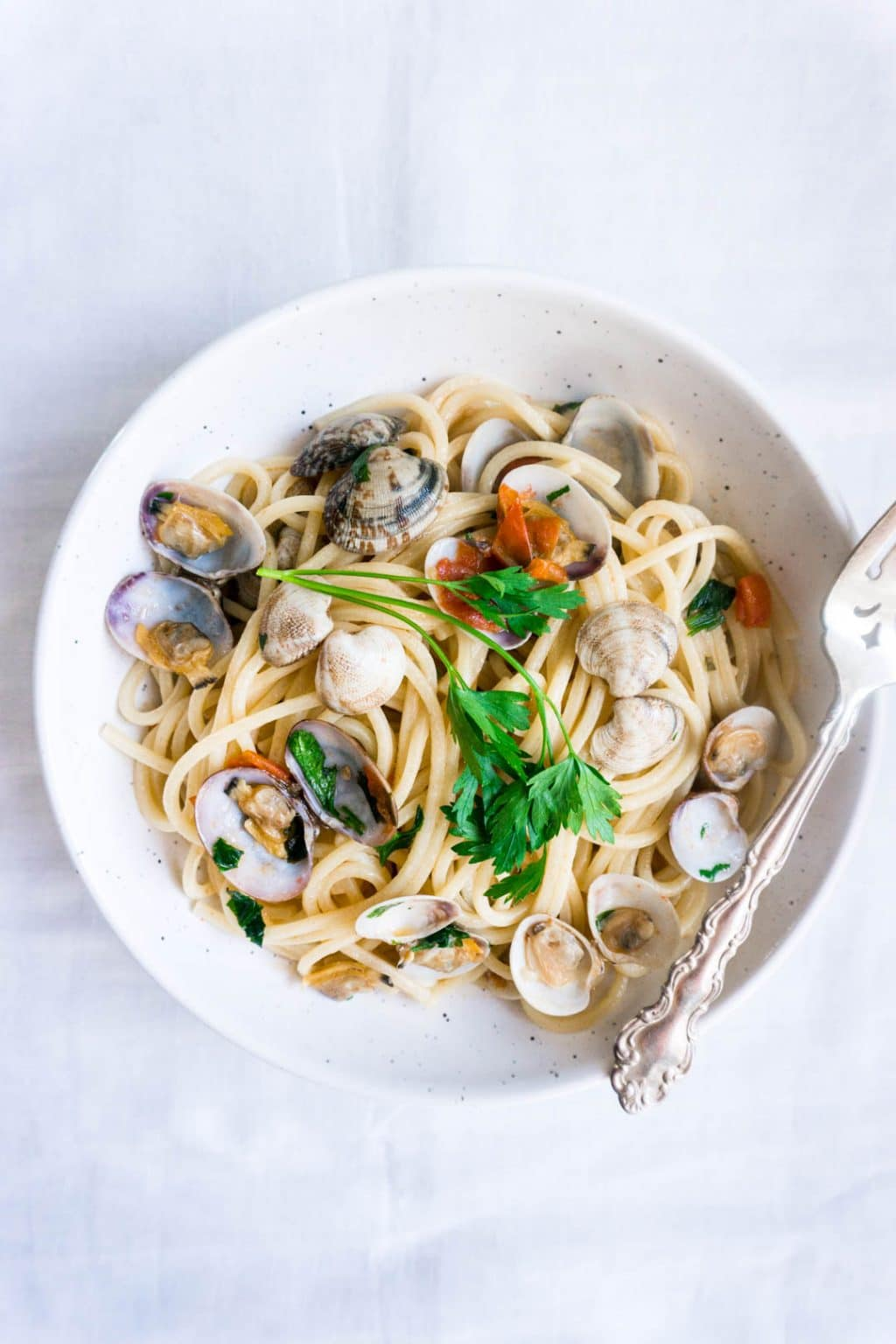 Pasta alle vongole - Spaghetti with clam and tomato sauce